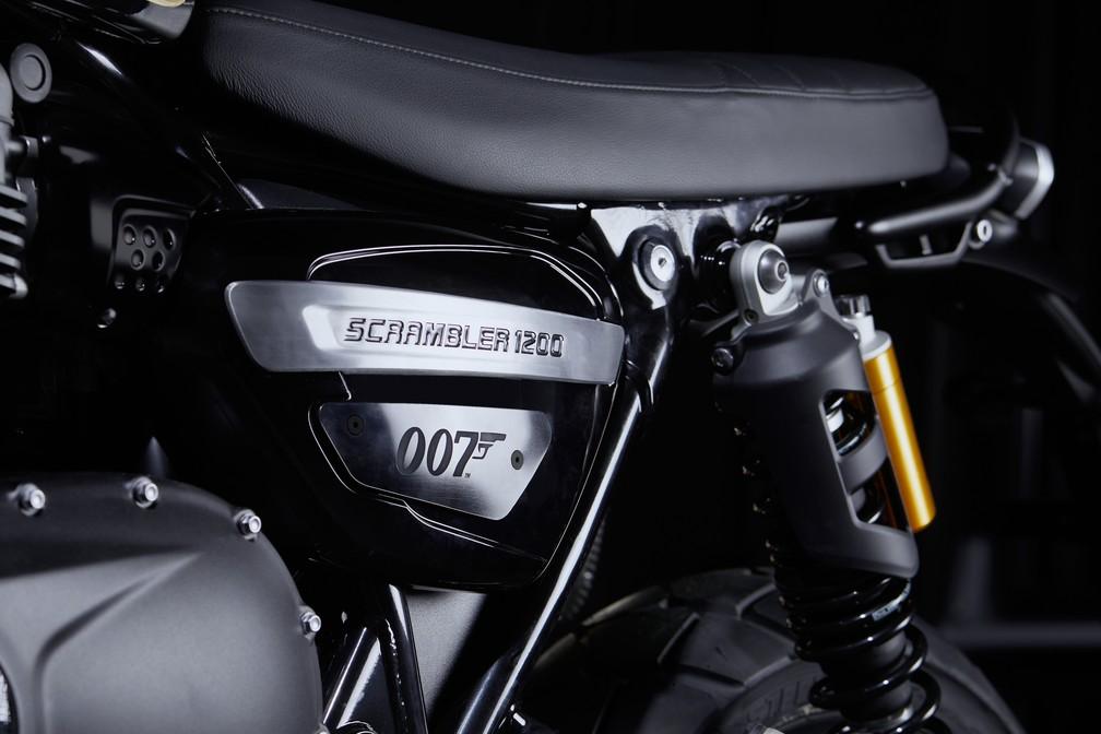 Triumph Scrambler 1200 inspirada no agente 007 — Foto: Divulgação