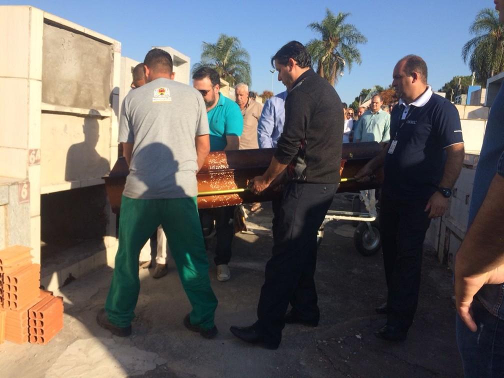 Radialista morto em acidente no Beach Park é enterrado em Sorocaba — Foto: Carlos Dias/G1