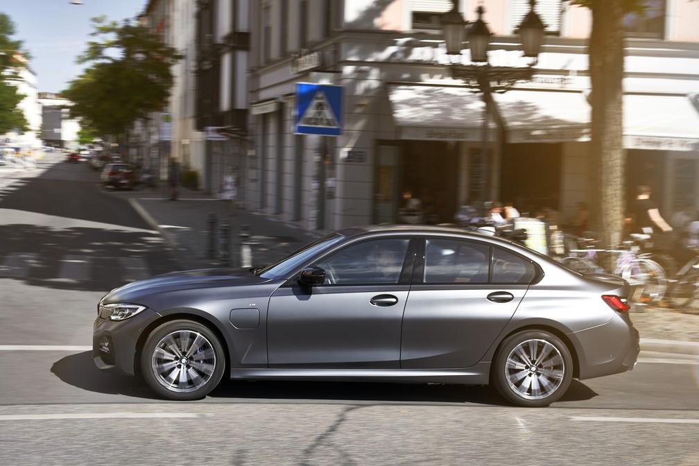 BMW 330e, versão híbrida do sedã — Foto: Divulgação