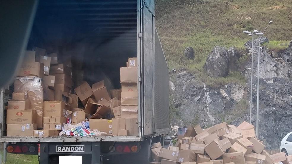 Caminhão apreendido é levado para a sede da PF — Foto: Ascom/PF