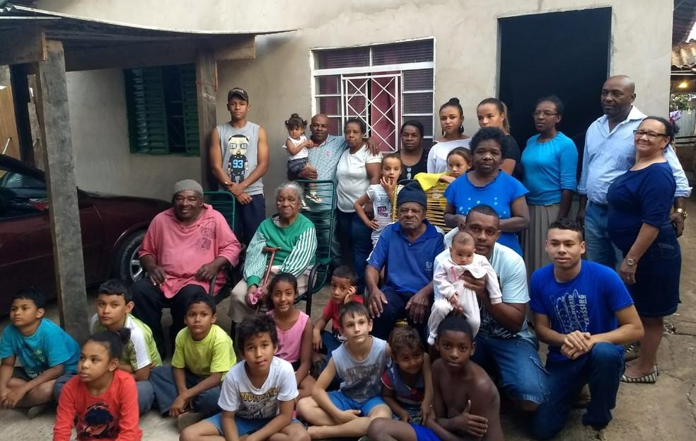 Família de Fabiano Moreira Gomes em Olímpia conta com oito irmãos, 20 sobrinhos e ao menos 10 sobrinhos netos. — Foto: Marta Gomes Dias