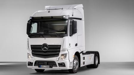 Mercedes-Benz do Brasil cria pela 1ª vez cabine para caminhão europeu e descarta veículos a gás no país