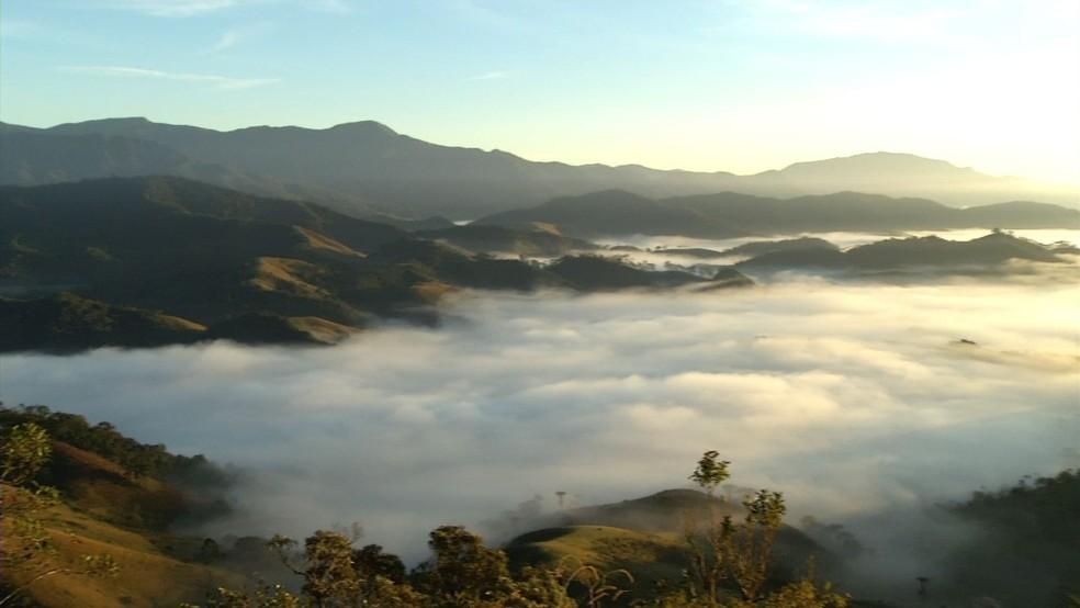 Quinta-feira registrou temperaturas baixas em Visconde de Mauá — Foto: Reprodução/TV Rio Sul
