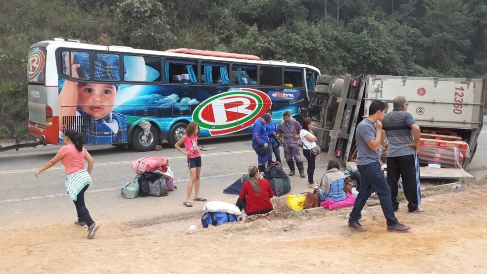 Uma pessoa morreu e dez ficaram feridas em batida na BR-381, em MG — Foto: Adriano Assis/Arquivo Pessoal