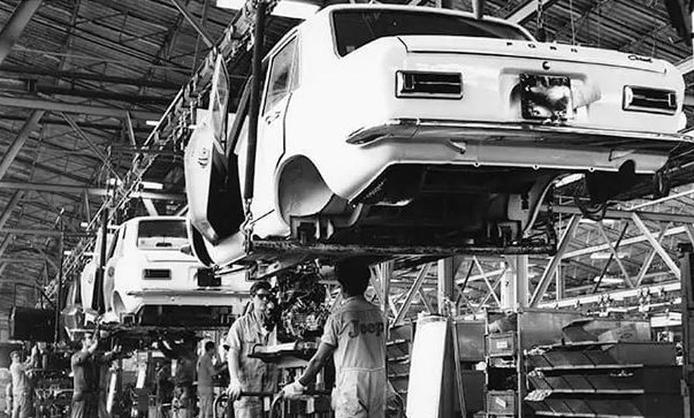 Produção do Ford Corcel em São Bernardo do Campo, em 1971 — Foto: Divulgação