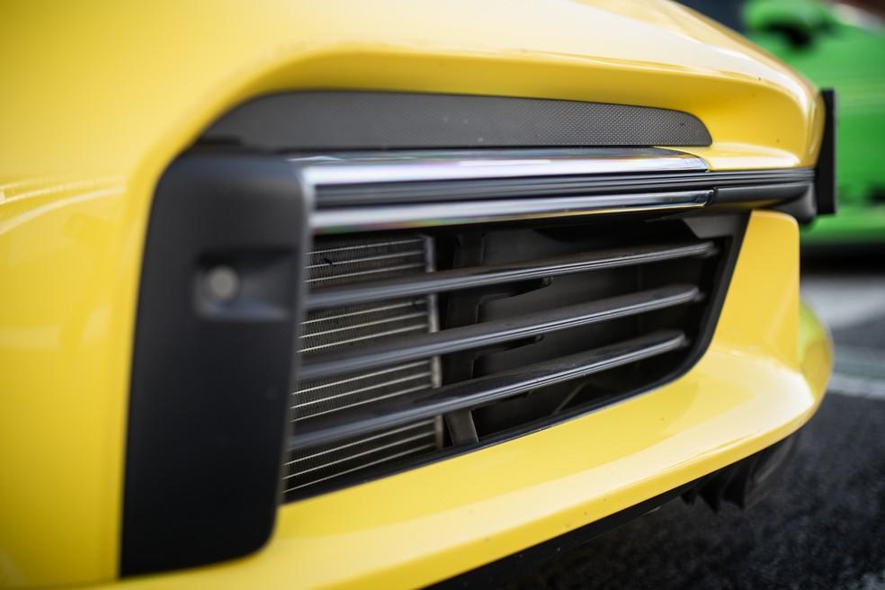 Tomada de ar Porsche 911 Turbo S agora possui aerodinâmica ativa — Foto: Divulgação