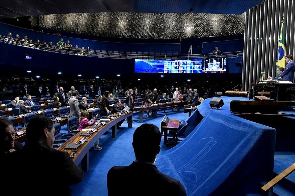 Senadores reunidos no plenário durante a sessão desta quarta-feira (11) — Foto: Waldemir Barreto/Agência Senado