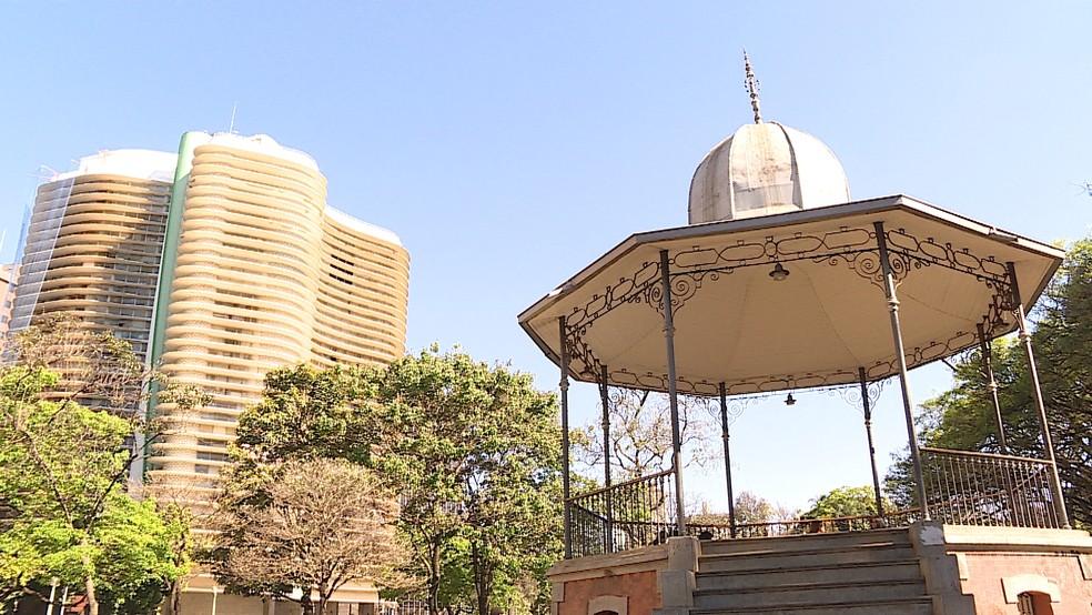 Praça da Liberdade foi construída há mais de 120 anos — Foto: Reprodução/TV Globo