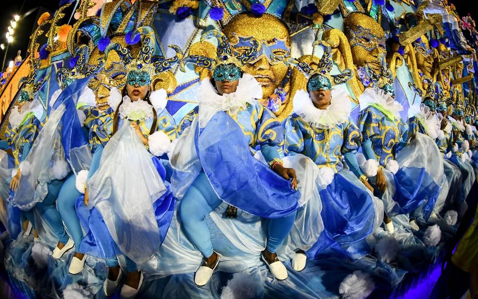 Azul e amarelo são as cores da Unidos da Tijuca, que em 2019 vai contar a história do alimento mais popular do planeta: o pão — Foto: Alexandre Durão/G1