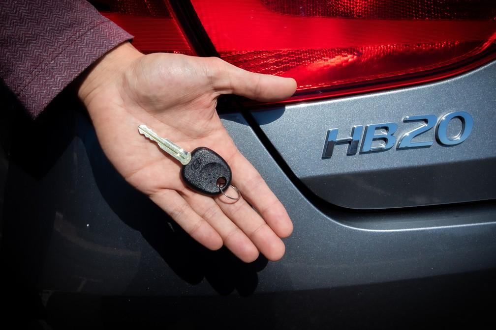 Chave do Hyundai HB20 Sense tem visual simplório — Foto: Celso Tavares/G1