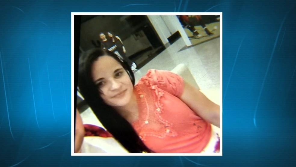 Parentes de Caroline Germano da Silva estão sem informações do paradeiro dela desde 10 de julho — Foto: Reprodução/TV Integração