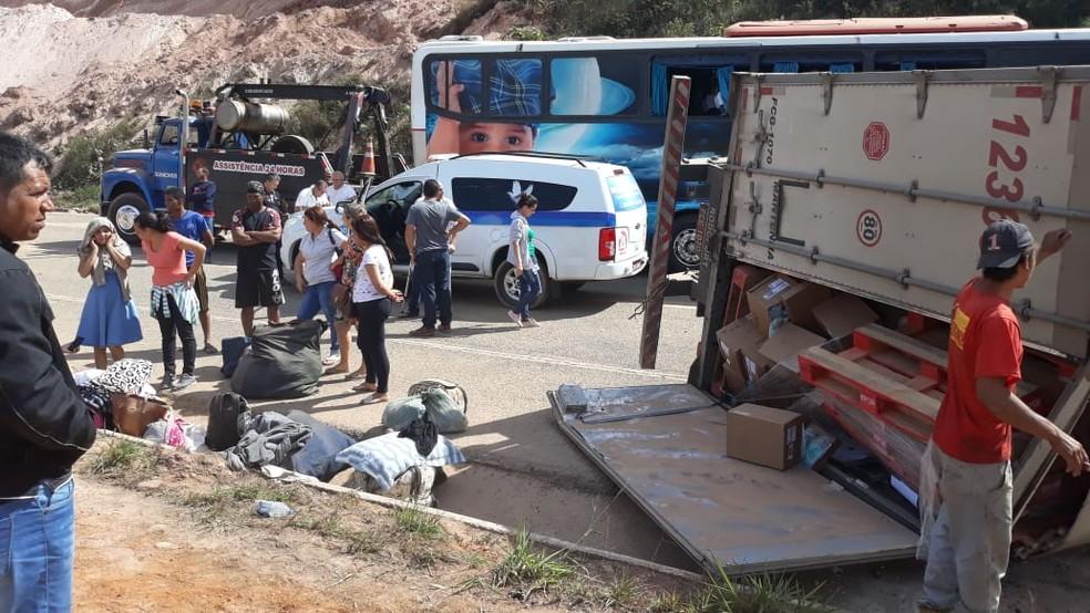 BR-381 foi parcialmente fechada por causa de acidente em Antônio Dias — Foto: Adriano Assis/Arquivo Pessoal