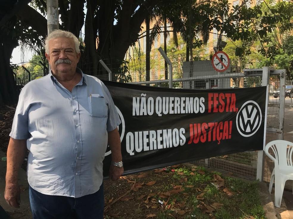 Lúcio Bellentani e outros ex-trabalhador da Volkswagen cobraram indenização da empresa na apresentação de um relatório que detalhou as relações da montadora com a ditadura militar, em 2017 — Foto: André Paixão/G1