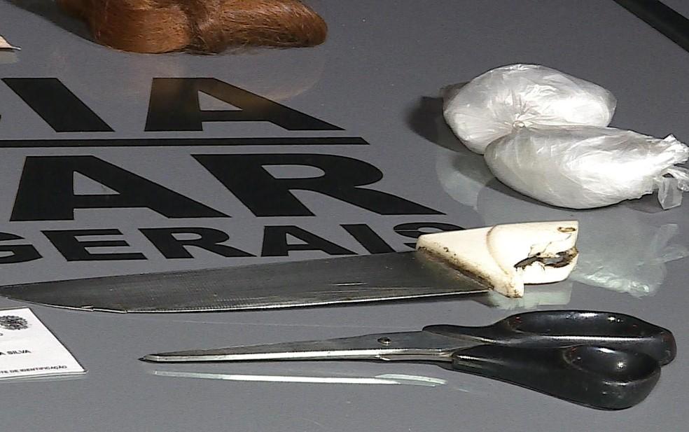 Faca e tesoura usadas em agressão foram apreendidas em BH — Foto: Reprodução/TV Globo