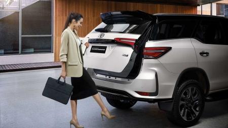 Novo Toyota SW4 pode ter versões GR Sport esportiva e Diamond com outro visual