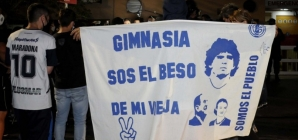 Maradona melhora, mas seguirá internado no fim de semana