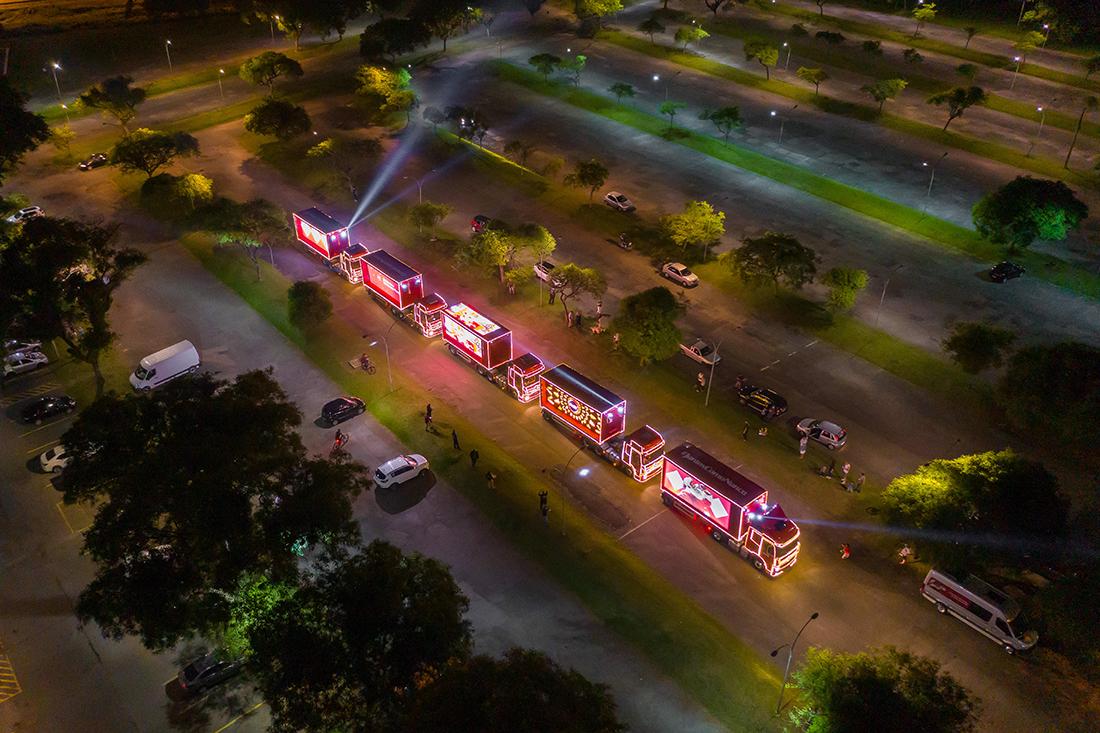Caravana da Coca-Cola com caminhões Mercedes-Benz