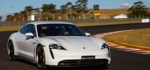 'Braço duro' perde controle de Porsche em manobra e faz um estrago!