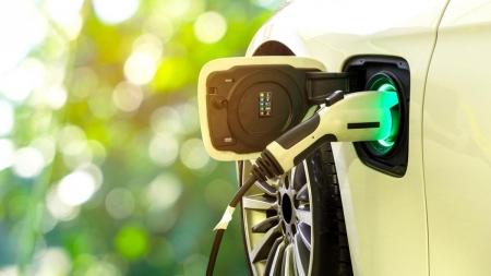 Apostas diferentes para a transição aos carros elétricos