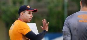 """Goleiro destaca que Jair Ventura conseguiu """"resgatar ímpeto"""" do Sport"""