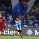 Vestido de 'Argentina', Napoli goleia a Roma em jogo de homenagens a Maradona