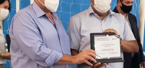 Mendonça Filho participa, em Gravatá, de entrega de quadra poliesportiva garantida quando era ministro da Educação