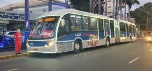 Trenóbus da Itamaracá transporta a Magia do Natal e leva doadores ao Hemope