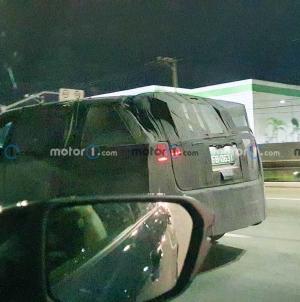 Flagra: Jeep de 7 lugares desfila na noite paulistana com roupa de Compass