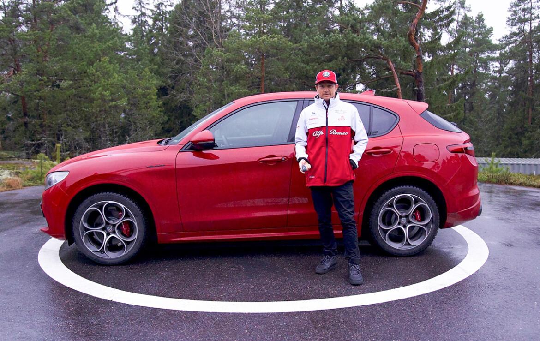 Kimi Raikkonen e a Alfa Romeo Stelvio Veloce