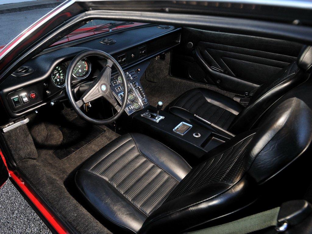 interior do de tomaso pantera 1974 vermelho