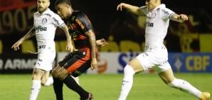 """Palmeiras """"come pelas beiradas"""" no Brasileiro! VAR ajudou!"""