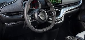 Por que quase todos os carros têm volante de três raios?