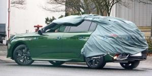 """Novo Peugeot 308 2022 é flagrado descoberto ostentando novo logo """"premium"""""""