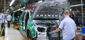 Mercedes-Benz paralisa produção de caminhões no Brasil