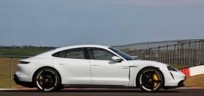 Momento histórico para a Porsche: Taycan prestes a superar o 911