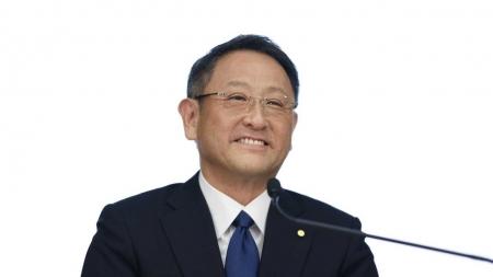 CEO da Toyota é criticado por postura sobre carros elétricos